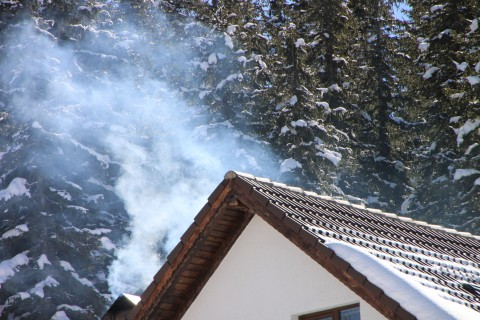 Smoke-from-Chimney-at-Winter-Mountain__27381-480x320publicphoto.org